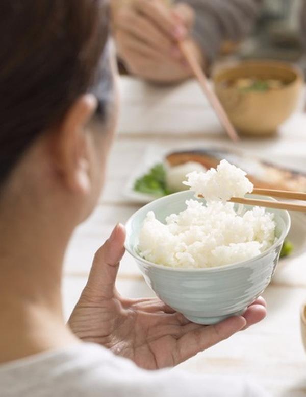 Đây là sai lầm nguy hiểm khi ăn cơm của nhiều người Việt, nếu không sớm thay đổi thì bạn sẽ rước đủ thứ bệnh-4