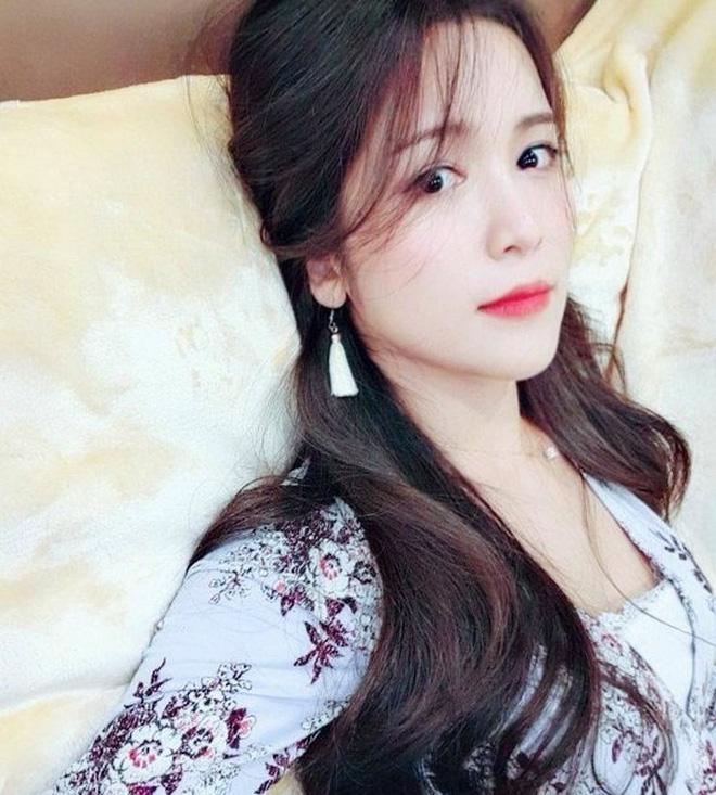 8 năm sau khi Wanbi Tuấn Anh qua đời, cuộc sống của bạn gái người Hàn Quốc hiện tại ra sao?-21