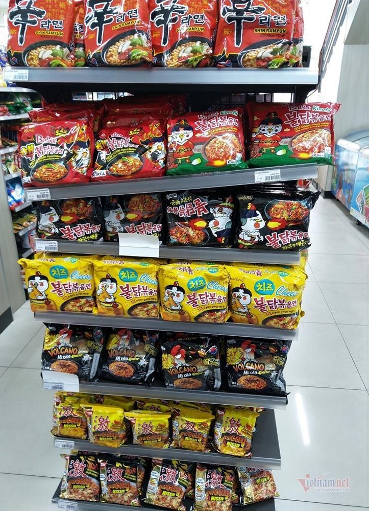 Siêu thị Sài Gòn lại báo cháy hàng mỳ tôm, miến khô-2