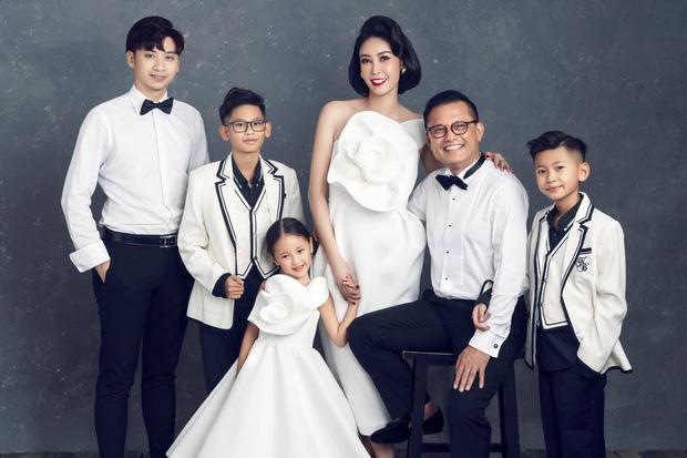 """Hà Kiều Anh kỉ niệm 14 năm ngày cưới sau ồn ào công chúa triều Nguyễn, visual cả nhà đỉnh chóp"""" nhưng có 1 điều gây tiếc nuối!-4"""
