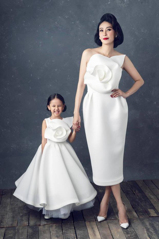 """Hà Kiều Anh kỉ niệm 14 năm ngày cưới sau ồn ào công chúa triều Nguyễn, visual cả nhà đỉnh chóp"""" nhưng có 1 điều gây tiếc nuối!-7"""