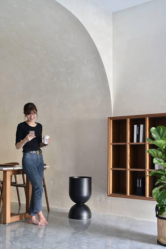 Ngôi nhà 60m2 có 3 thế hệ cùng sinh sống: Thiết kế lạ không giống khuôn mẫu thông thường, phòng bếp độc đáo trông như một hang động thu nhỏ-5