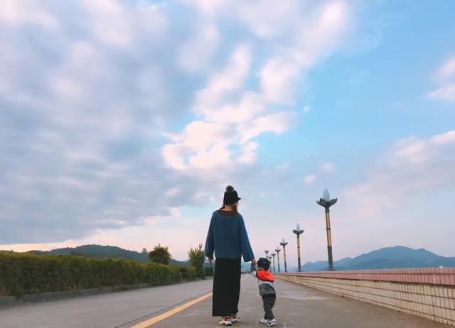 Những cuộc đối thoại kinh điển tuyệt vời giữa một người mẹ và cậu con trai - Dạy con từ những câu chuyện bình dị nhất-2