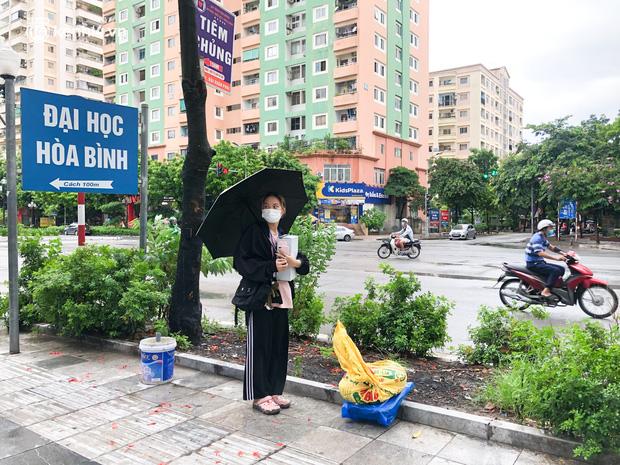 Hà Nội: Hàng trăm sinh viên KTX Mỹ Đình 2 đội mưa chuyển đồ, nhường chỗ cho khu cách ly Covid-19-12