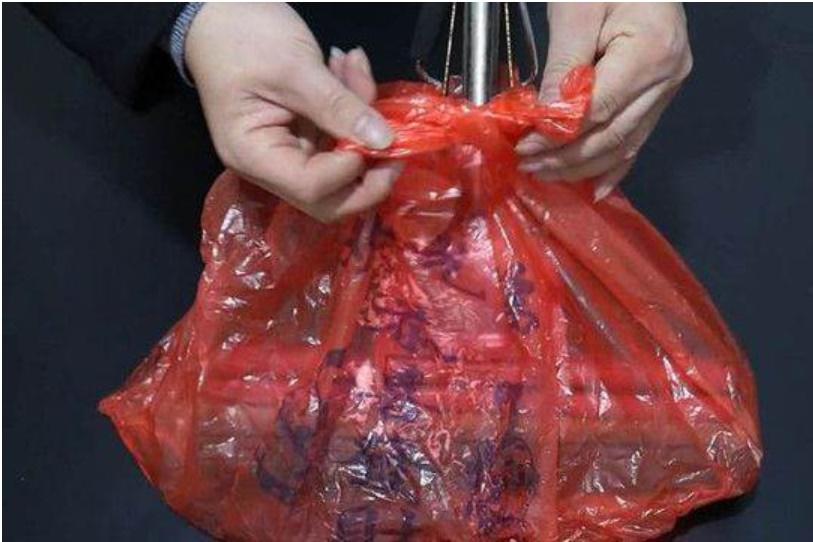 Cây lau nhà bị bẩn, có mùi sau thời gian dài sử dụng, chỉ cần một chiếc túi nilon là bạn có thể làm sạch ngay lập tức-6