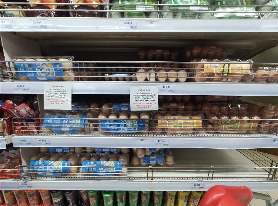 Hà Nội: Giá trứng gà tăng đột biến, mỗi người chỉ được mua 3 vỉ/ngày-1