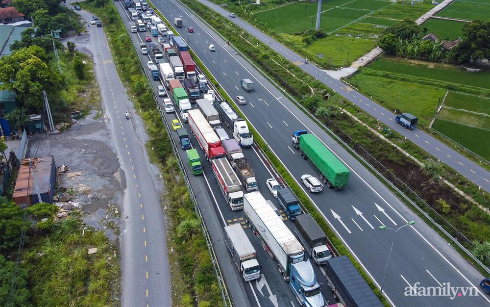 Hà Nội ngày đầu giãn cách xã hội: 100% phương tiện phải quay đầu tại 22 chốt kiểm soát cửa ngõ, các xe không thuộc luồng xanh phải thay đổi lộ trình-12