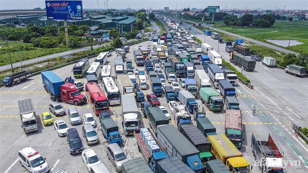 Hà Nội ngày đầu giãn cách xã hội: 100% phương tiện phải quay đầu tại 22 chốt kiểm soát cửa ngõ, các xe không thuộc luồng xanh phải thay đổi lộ trình-14