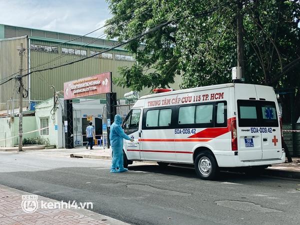 Cận cảnh khu điều trị Covid-19 trên sân bóng đá đầu tiên ở Sài Gòn vừa chính thức đón F0-2