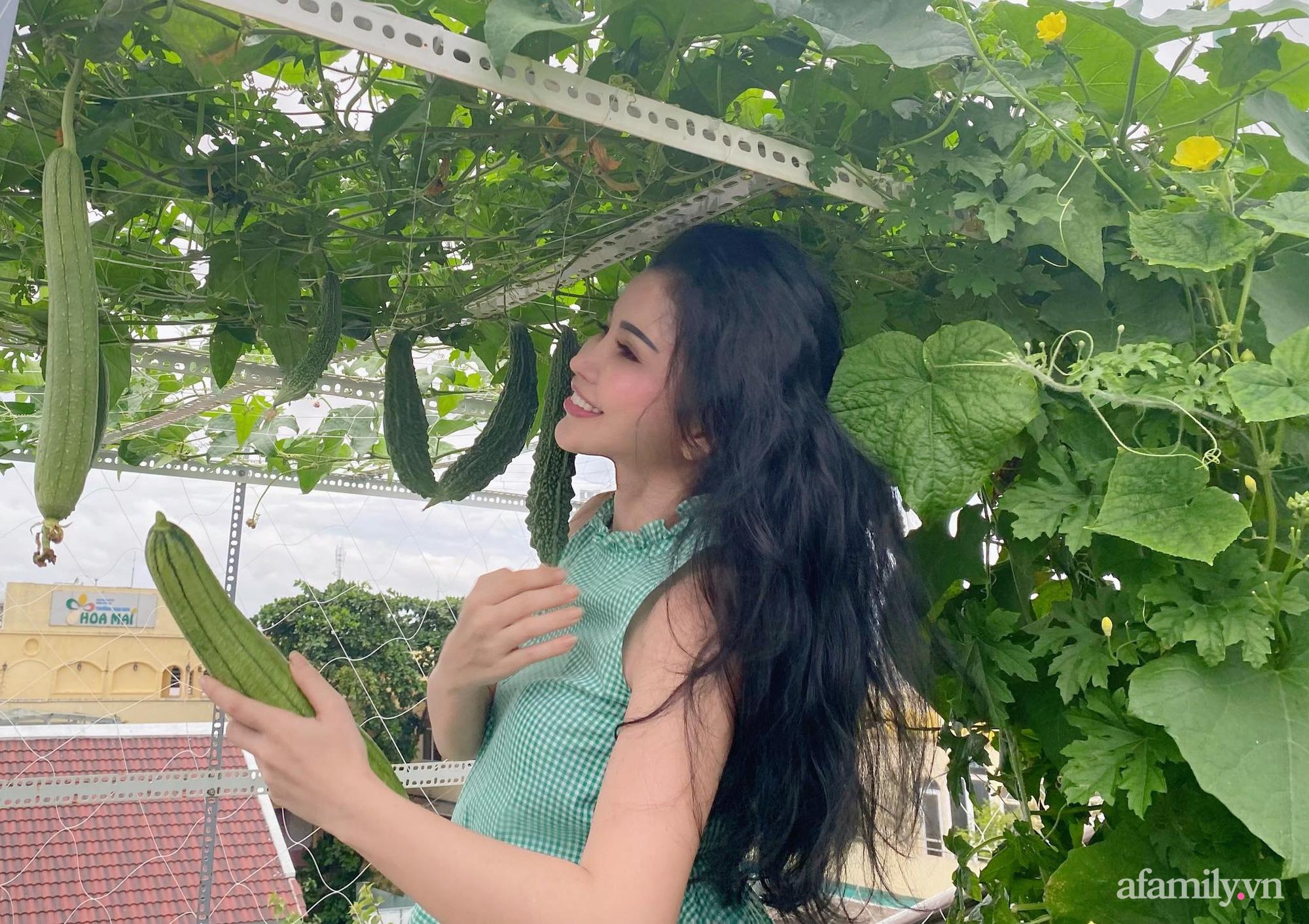 Sân thượng phủ kín hoa hồng và rau quả sạch ở Sài Gòn của Hoa hậu Janny Thủy Trần-27