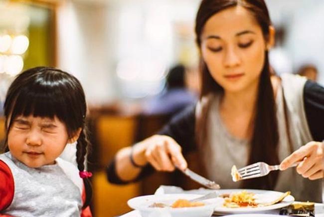 Bác sĩ nhi chỉ ra 1 nguyên nhân khiến trẻ biếng ăn nhiều cha mẹ không thể ngờ tới-1