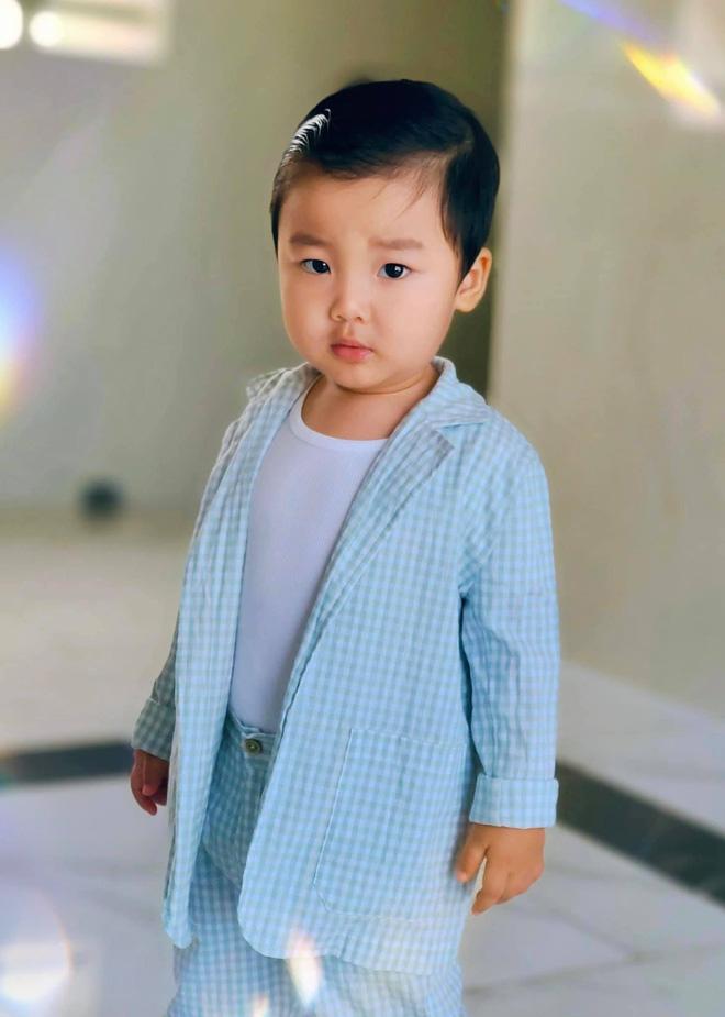 Clip 2 triệu view đang hot: Quý tử nhà Hoà Minzy chưa đầy 2 tuổi đã thuộc làu 19 quốc kỳ, ai cũng phục sát đất-9