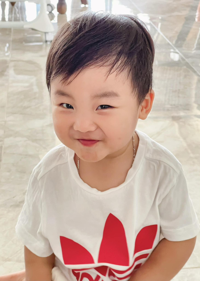 Clip 2 triệu view đang hot: Quý tử nhà Hoà Minzy chưa đầy 2 tuổi đã thuộc làu 19 quốc kỳ, ai cũng phục sát đất-11