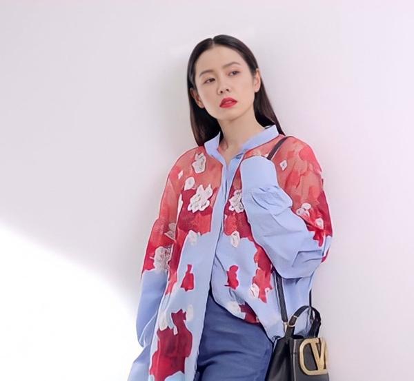 Son Ye Jin đại chiến Quan Hiểu Đồng khi diện áo na ná: Chị Đẹp lên đồ dìm dáng, mờ nhạt hơn hẳn bạn gái Lộc Hàm-2