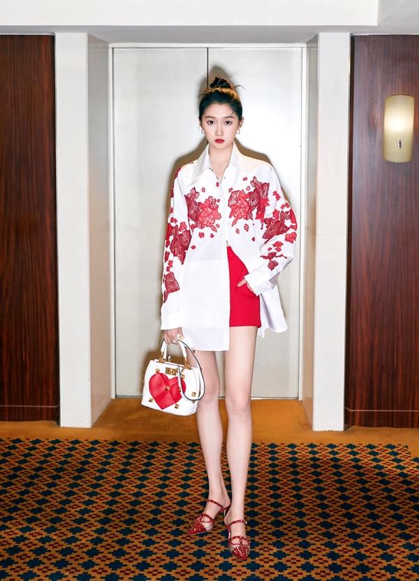 Son Ye Jin đại chiến Quan Hiểu Đồng khi diện áo na ná: Chị Đẹp lên đồ dìm dáng, mờ nhạt hơn hẳn bạn gái Lộc Hàm-3