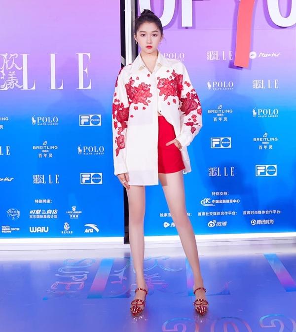 Son Ye Jin đại chiến Quan Hiểu Đồng khi diện áo na ná: Chị Đẹp lên đồ dìm dáng, mờ nhạt hơn hẳn bạn gái Lộc Hàm-4