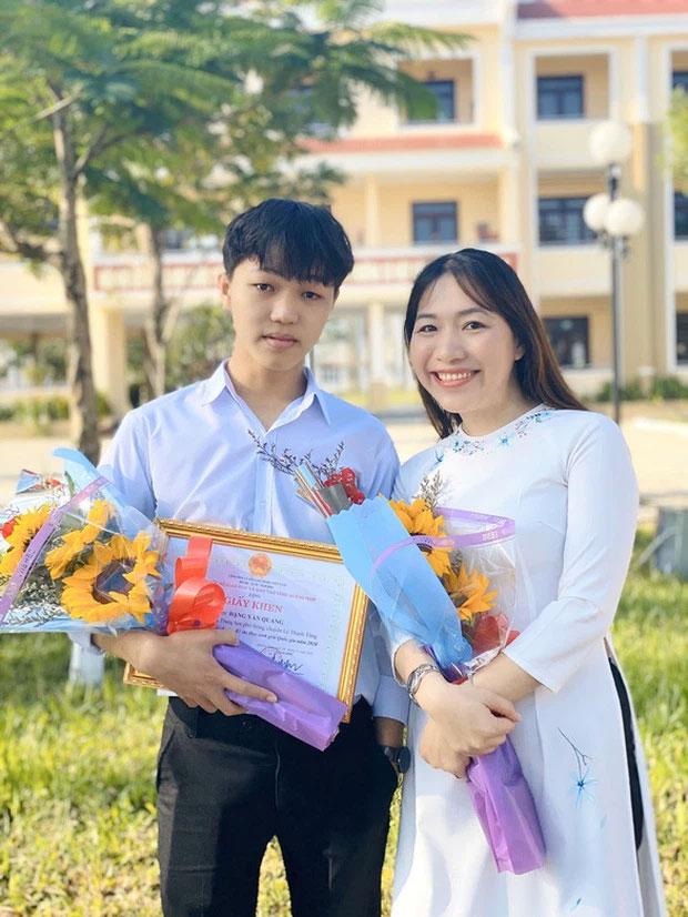 Hot: Lộ diện thí sinh thứ 2 đạt 10 điểm Văn tốt nghiệp THPT 2021-1