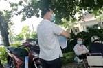 Đạp xe từ Bạch Mai lên Thụy Khuê mua bánh giò, người đàn ông cãi cự: Quán gần nhà đóng hết rồi!-1