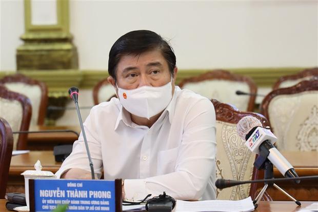 Chủ tịch TP.HCM: Từ ngày mai, người dân không ra đường sau 18h-1
