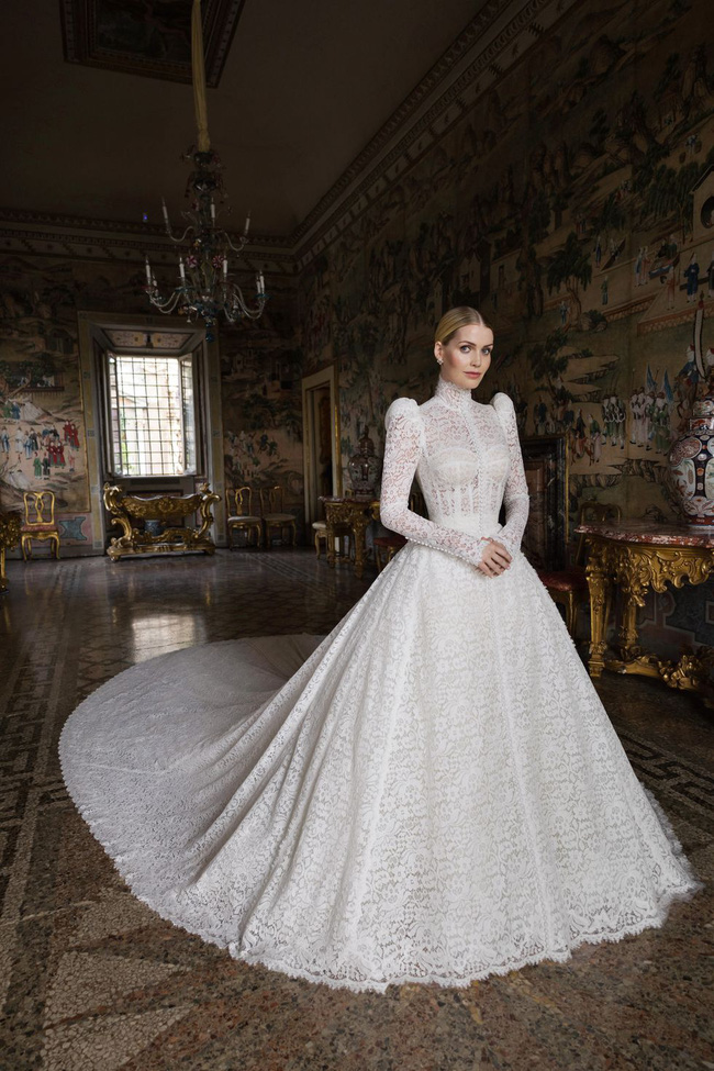 Cháu gái Công nương Diana kết hôn: Bộ váy cưới vượt thời gian và câu chuyện xúc động đằng sau con số 32-5
