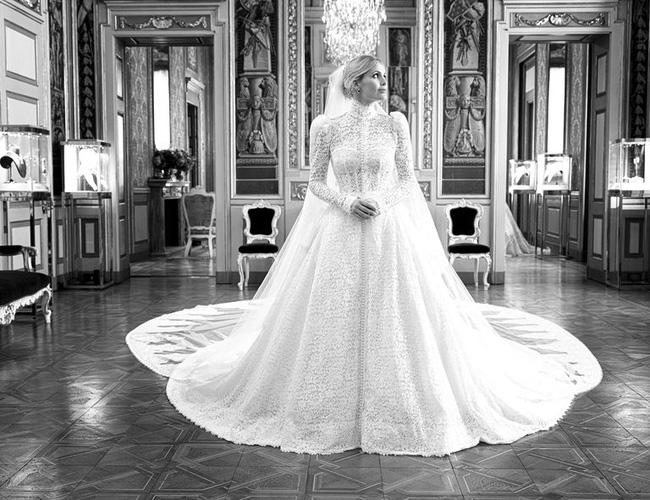 Cháu gái Công nương Diana kết hôn: Bộ váy cưới vượt thời gian và câu chuyện xúc động đằng sau con số 32-6
