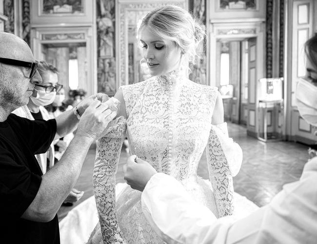 Cháu gái Công nương Diana kết hôn: Bộ váy cưới vượt thời gian và câu chuyện xúc động đằng sau con số 32-7