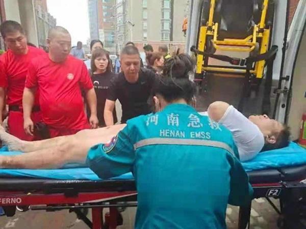 Uống nước bẩn 3 ngày 3 đêm vì bị mắc kẹt dưới hầm ngập nước sau trận lũ thảm khốc, người đàn ông đã hồi sinh ngoạn mục gây bão MXH-7