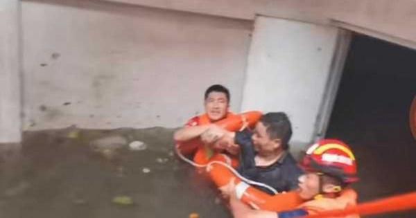 Uống nước bẩn 3 ngày 3 đêm vì bị mắc kẹt dưới hầm ngập nước sau trận lũ thảm khốc, người đàn ông đã hồi sinh ngoạn mục gây bão MXH-3