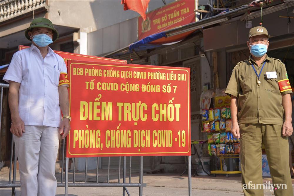 Hà Nội triển khai các chốt cơ động tuần tra, kiểm soát phòng chống dịch, nhắc nhở người dân vi phạm giãn cách-8
