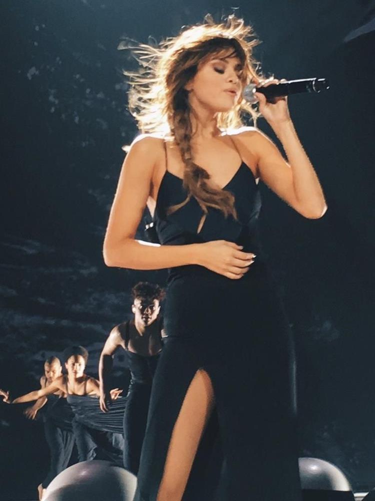 Selena Gomez có nhiều khoảnh khắc chạm đỉnh visual nhờ 4 cách buộc tóc xinh tươi, lãng mạn-15