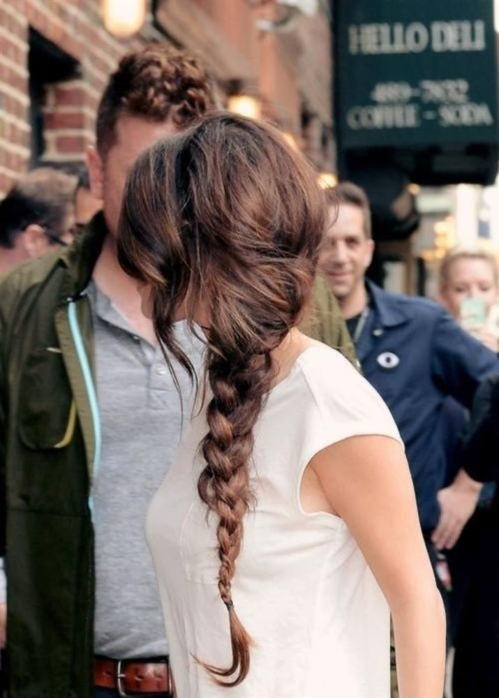 Selena Gomez có nhiều khoảnh khắc chạm đỉnh visual nhờ 4 cách buộc tóc xinh tươi, lãng mạn-16