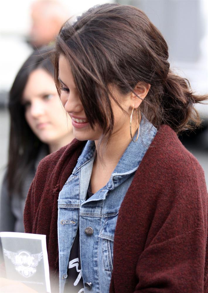 Selena Gomez có nhiều khoảnh khắc chạm đỉnh visual nhờ 4 cách buộc tóc xinh tươi, lãng mạn-9