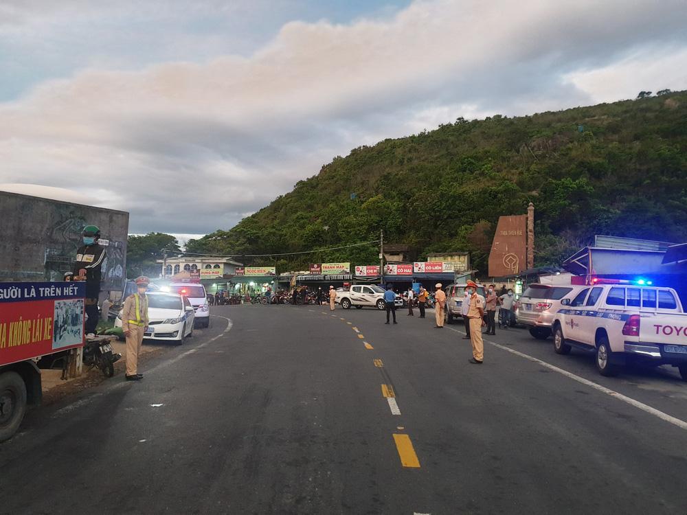 CSGT chung sức hộ tống đưa hàng chục ngàn công nhân từ TP.HCM và các tỉnh lân cận về quê-2