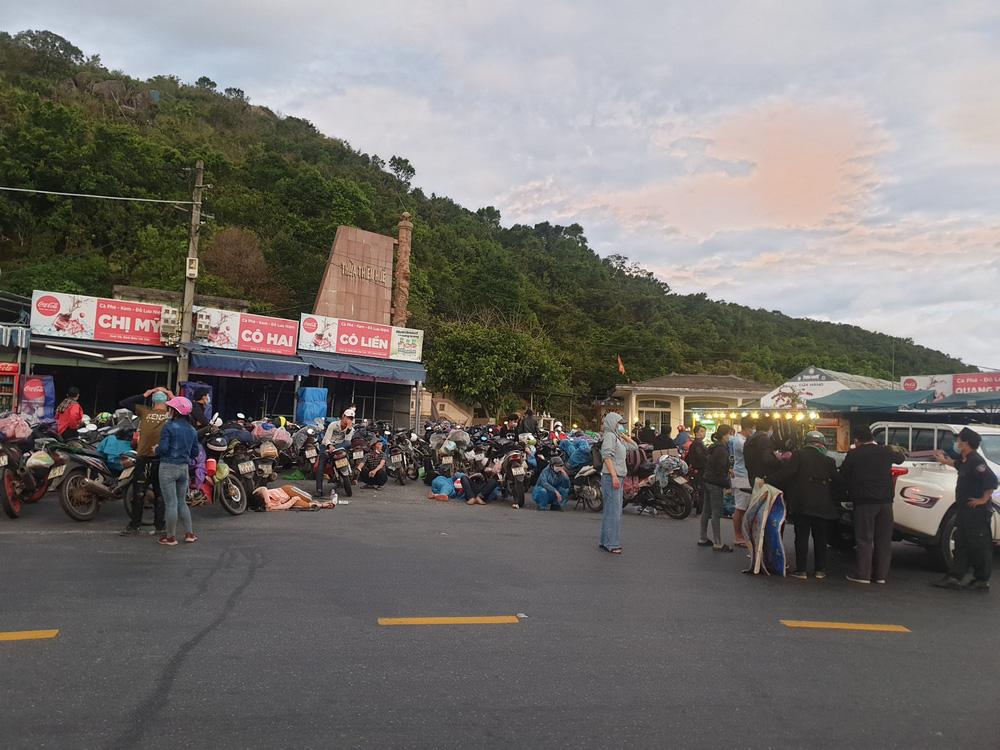 CSGT chung sức hộ tống đưa hàng chục ngàn công nhân từ TP.HCM và các tỉnh lân cận về quê-3
