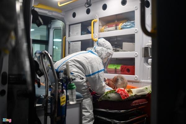 Ranh giới sinh tử ở Bệnh viện Hồi sức Covid-19 TP.HCM-12