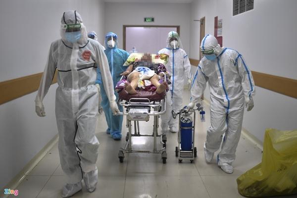 Ranh giới sinh tử ở Bệnh viện Hồi sức Covid-19 TP.HCM-14