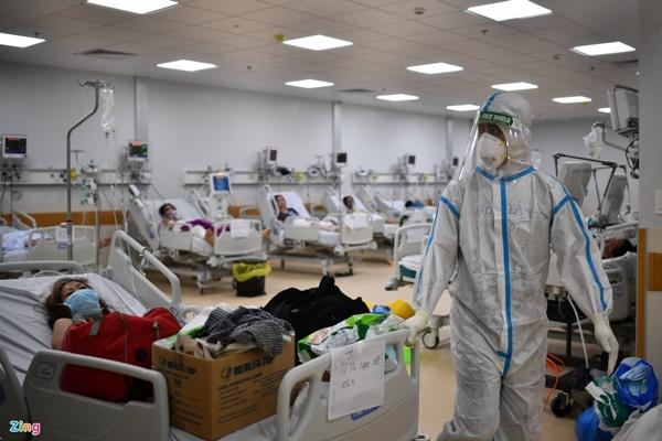 Ranh giới sinh tử ở Bệnh viện Hồi sức Covid-19 TP.HCM-24