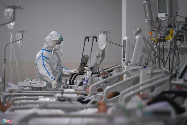 Ranh giới sinh tử ở Bệnh viện Hồi sức Covid-19 TP.HCM-25