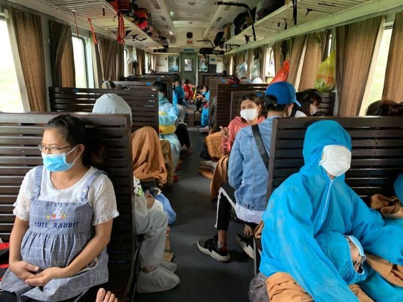 Bé gái 11 tuổi ở nhà trọ 1 mình suốt 24 ngày do mẹ đi cách ly đã được lên tàu về quê Hà Tĩnh-1