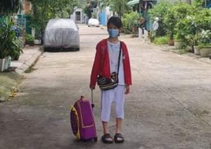 Bé gái 11 tuổi ở nhà trọ 1 mình suốt 24 ngày do mẹ đi cách ly đã được lên tàu về quê Hà Tĩnh-2