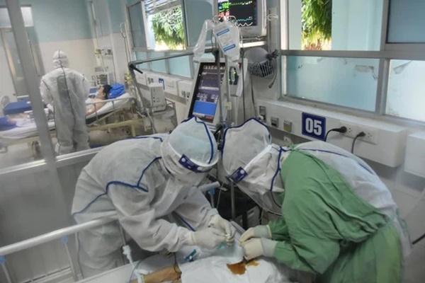 Lan truyền đơn thuốc tự cứu cho người nhà F0 xuất hiện triệu chứng nặng trên MXH: Chuyên gia lên tiếng phản bác-4