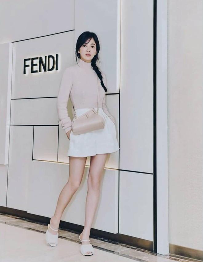 Song Hye Kyo hôm nay trẻ đẹp vô địch, tất cả là nhờ vào combo tóc tết và makeup đạt 100 điểm tròn trĩnh-2