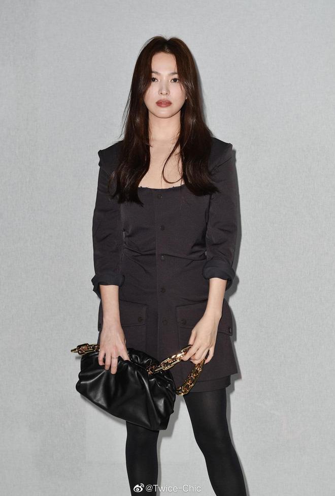 Song Hye Kyo hôm nay trẻ đẹp vô địch, tất cả là nhờ vào combo tóc tết và makeup đạt 100 điểm tròn trĩnh-9