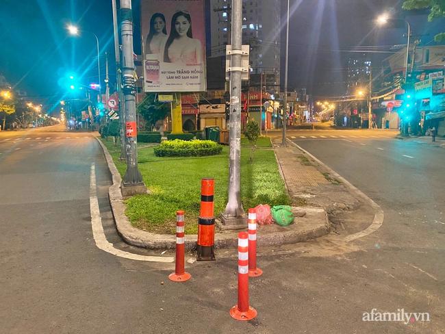 Những ngã tư vắng đến hiu hắt trong ngày đầu Sài Gòn không ra đường sau 18h-3