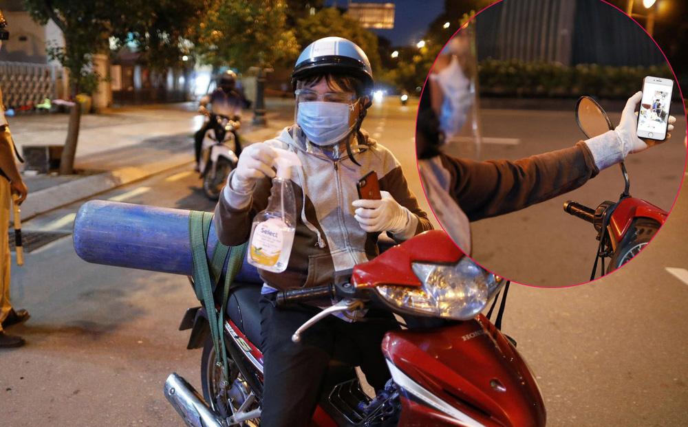 Ông bố chở bình oxy ở Sài Gòn: Giờ không có oxy là chết, nên tôi phải đi đổi bình để cứu con-1