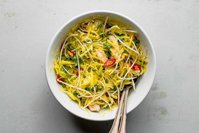 Ở nhà giãn cách cũng không sợ tăng cân nếu làm món salad này ăn thường xuyên-4