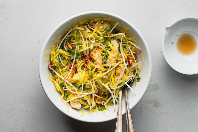 Ở nhà giãn cách cũng không sợ tăng cân nếu làm món salad này ăn thường xuyên-5