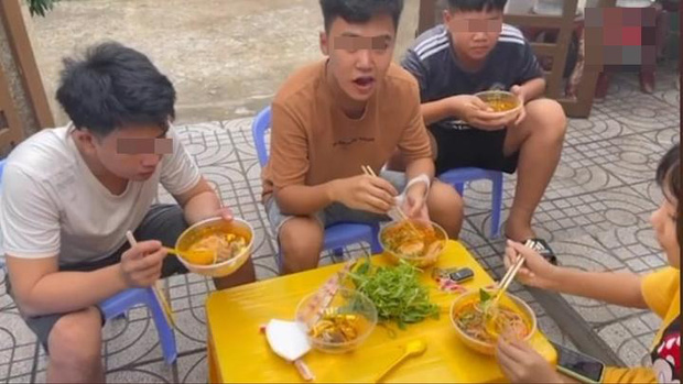 Lê Dương Bảo Lâm bị chỉ trích vì tụ tập đông người ăn bún bò mùa dịch, lời giải thích nghe có hợp lý?-4