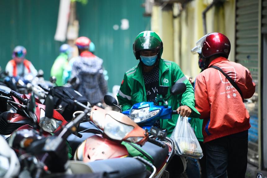 Hàng quán ở Hà Nội lách quy định để bán online-2
