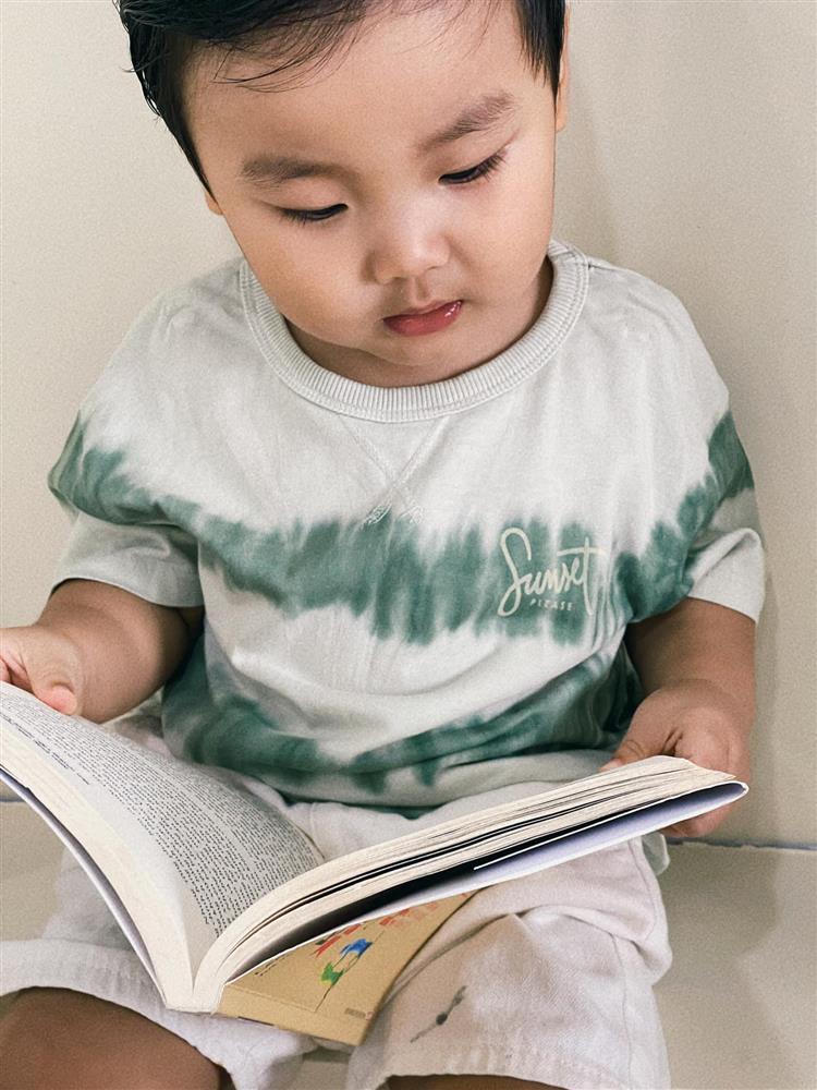 Con trai Hòa Minzy đọc vanh vách tên 30 quốc kỳ các nước nhờ 1 thói quen mẹ rèn hàng ngày-2